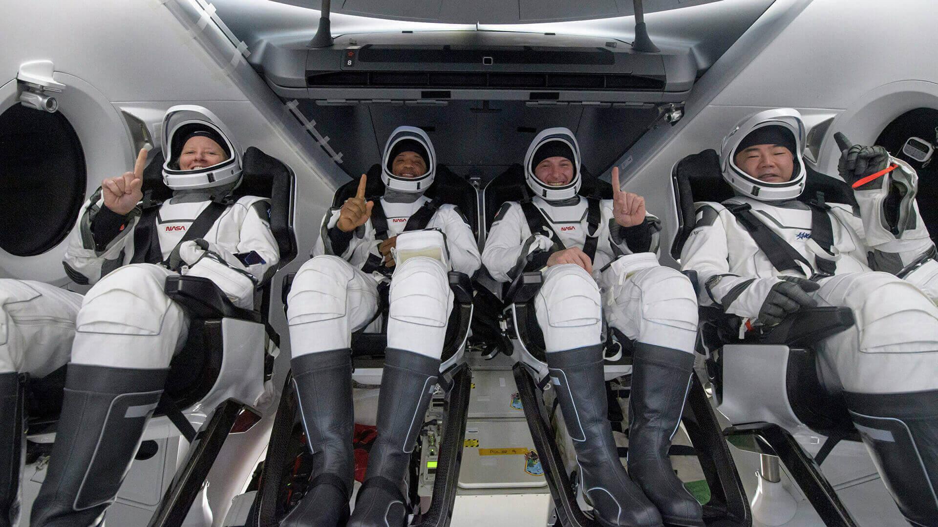 SuperSonic Radio - Prima aterizare pe timp de noapte a NASA după 53 de ani