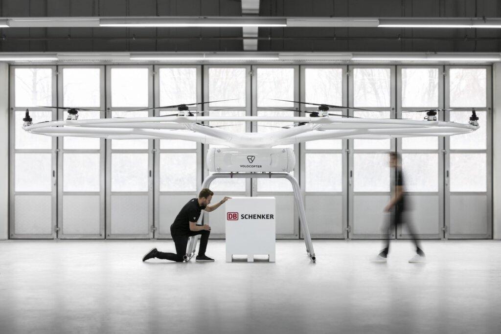 SuperSonic Radio - Germania: A avut loc, cu succes, primul zbor public a unei drone a producătorului Volocopter